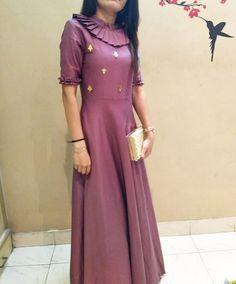 Kurta Designs, Blouse Designs, Indian Designer Outfits, Designer Dresses, Stylish Kurtis Design, Kurta Neck Design, Dress Neck Designs, Plain Dress, Frock Design