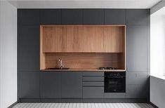 """425 Likes, 8 Comments - Кухни & Гардеробные (@nashamarka) on Instagram: """"Глубокий серый и текстура дерева. Нравится данная кухни? Закажите проект сегодня! #проекткухни…"""""""