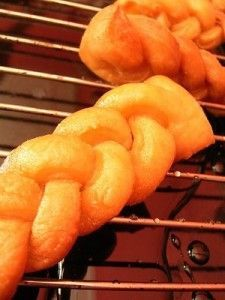 How to make a South African classic – Koeksisters. Add a little lemon juice to the syrup.