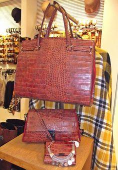 Mister şi provocare într-o singură poveste Satchel, How To Wear, Bags, Handbags, Crossbody Bag, Bag, Backpacking, School Tote, Totes