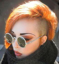 Septum, labret, orange hair. Pelo naranja, septum y labret.