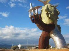 El monigote que hay en el aeropuerto de Castellón.