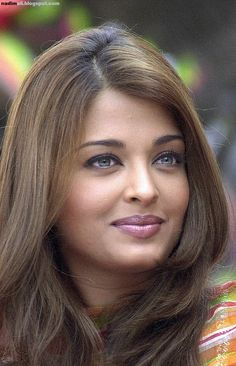 "Former Miss world and Bollywood star Aishwarya Rai smiles during the last day of the shooting of the movie ""Bride and Prejudice"" in Bombay, 27 October Bride and Prejudice is London based Indian. Aishwarya Rai Images, Aishwarya Rai Photo, Actress Aishwarya Rai, Aishwarya Rai Bachchan, Beautiful Bollywood Actress, Most Beautiful Indian Actress, Beautiful Eyes, Most Beautiful Women, Bride And Prejudice"