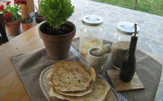 Schiacciata al mais: eccovi gli ingredienti e la ricetta per preparare delle ottime e salutari schiacciate al mais, adatti anche come snack.