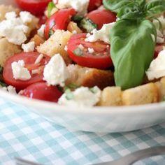 Kuivahtaneen leivän parempi elämä – panzanella Caprese Salad, Food, Essen, Yemek, Insalata Caprese, Meals