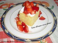 Un dolce leggero e primaverile, una deliziosa torta all'acqua, realizzata senza glutine, servita con una golosa macedonia di fragole, provatela!!