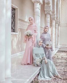 @hamidahrachmayanti Kebaya Muslim, Kebaya Modern Hijab, Kebaya Hijab, Bridal Party Color Schemes, Wedding Party Dresses, Bridesmaid Dresses, Hijab Dress Party, Muslim Brides, Modest Dresses