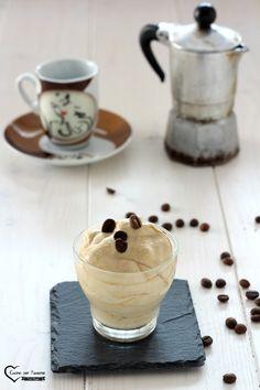 crema fredda al caffè Gelato, Finger Foods, Yogurt, Panna Cotta, Food And Drink, Pudding, Drinks, Cooking, Tableware