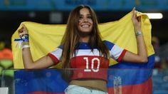 Fantasias, cartazes e musas incrementam a torcida na Copa-2014 -