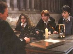 Daniel Radcliffe in Harry Potter and the Sorcerer's Stone - Picture 163 of 183