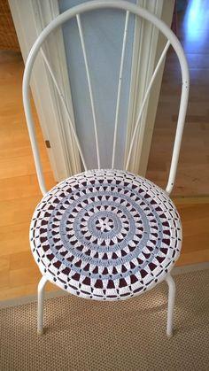 Satu ja tarinoita: Virkattu tuolin päällinen