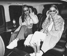 bella and gigi hadid fashion models sunglasses together sisters Kardashian, My Girl, Cool Girl, Besties, Friendship Photography, Gal Pal, Black N White, Friend Photos, Celebs