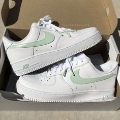 Dr Shoes, Cute Nike Shoes, Swag Shoes, Cute Nikes, Hype Shoes, Shoes Sneakers, Jordan Shoes Girls, Girls Shoes, Zapatillas Nike Air Force