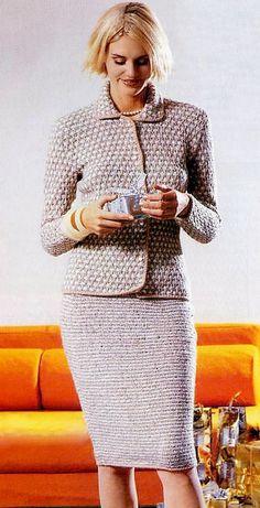 КОСТЮМ В СТИЛЕ ШАНЕЛЬ (ВЯЗАНИЕ СПИЦАМИ) Crochet Jacket, Knit Jacket, Crochet Cardigan, Knit Dress, Knitting Designs, Knitting Stitches, Filet Crochet, Knit Crochet, Crochet Woman