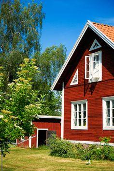 Huset, min pappas barndomshem, en gammal skola från 1800-talet mitt i den småländska idyllen.
