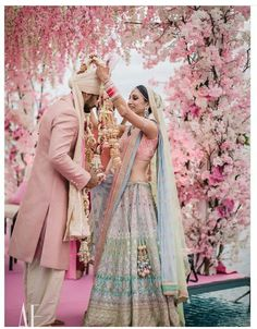 Dreamy Bridal Lehenga every bride-to-be Dreams of you! Indian Wedding Gowns, Muslim Wedding Dresses, Indian Bridal Outfits, Indian Bridal Wear, Bridal Dresses, Indian Bridal Fashion, Asian Bridal, Indian Weddings, Red Lehenga