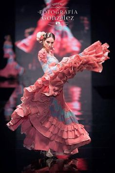 Flamenco Sanchez brings Lilli to see a famous dancer. Flamenco Dancers, Ballet Dancers, Flamenco Dresses, Shall We Dance, Just Dance, Spanish Dancer, Dance Paintings, Foto Fashion, Dance Movement