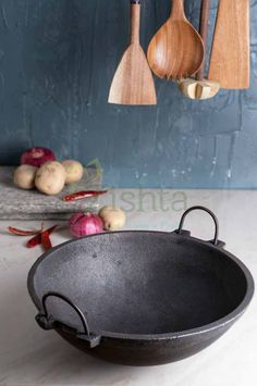 Zishta Pre Seasoned Cast Iron Kadai (Pan) is made of the highest grade (Railway grade) Iron using the traditional sand mould casting technique refined by our traditional artisans over hundreds of years. Kitchen Essentials List, Buy Clay, Cast Iron Wok, Seasoning Cast Iron, High Iron, Fine Sand, Organic Living, Traditional Kitchen, Kitchen Utensils