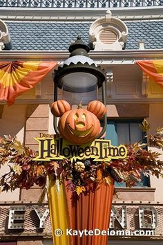 HalloweenTime Streetlamp at Disneyland
