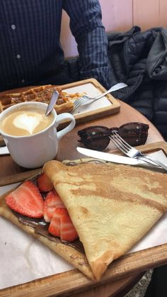 breakfast in paris france Simple Food Recipes, Food Recipes Homemade Crepes And Waffles, Pancakes, Snap Food, Food Snapchat, Food Goals, Cafe Food, Aesthetic Food, Food Cravings, Vegan Recipes Easy