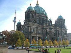 12 lugares para ir em Berlim e ver um pouco do que a linda cidade tem a oferecer. Muito história por todos os cantos com muita beleza e grandiosidade.