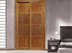 Przykład zastosowania kratek drewnianych w drzwiach szafy wnękowej