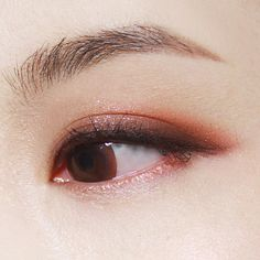 """""""먼저, 보여드린 에스쁘아 메이크업 팔레트로 한 눈화장 오렌지 매트 섀도우 살짝 깔아주면 분위기 쥬금 :) 무엇보다 섞어서 사용해도 과하다는 느낌보다 블렌딩이 잘되어 깊이감이 느껴지는 입자예요 #espoir#makeup#eyemakeup#eyeshadow…"""""""