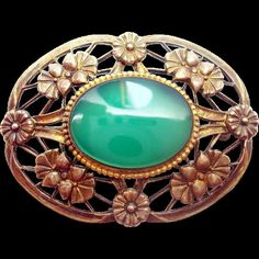 Lovely vintage chrysoprase brooch set in sterling with a 14 karat yellow gold top and it features a fabulous oval chrysoprase. Dates to the 1940s
