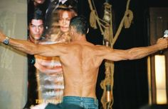 Cliff Simon again, from behind at a convention...what a body! Oh and did I mention he has the sexiest accent too???