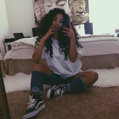 oversized  white t shirt dark ripped denium jeans original van hightops