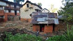 Image copyright                  AFP                                                                          Image caption                                      En algunas zonas remotas del oeste de Nepal las mujeres y niñas son aisladas en cobertizos ruinosos durante su menstruación.                                 La policía de Nepal investiga la muerte de