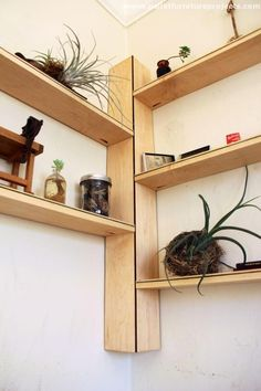 Building some DIY corner shelves might be a great idea for your next weekend project. Corner shelves are a smart solution for your small space. If you want to have shelves but you don't want to be too much on . Corner Shelf Design, Wooden Corner Shelf, Corner Storage Shelves, Corner Bookshelves, Wall Shelves, Bookshelf Diy, Book Shelves, Corner Designs, Shelving