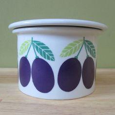 Raija Uosikkinen - Pomona - Arabia   Plum Different Fruits, Fruit Pattern, Ceramic Pottery, Finland, Blueberry, Planter Pots, China, Apple, Ceramics