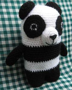 Oso Panda Amigurumi tejido a crochet, $120 en https://ofeliafeliz.com.ar