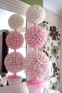 [New] The 10 Best Home Decor Ideas Today (with Pictures) - 3 sizes of polystyrene ball and you can make an amazing sweet topiary tree\\. Candy Topiary, Candy Trees, Topiary Trees, Sweet Trees, Candy Crafts, Chocolate Bouquet, Candy Bouquet, Candy Table, Candy Party