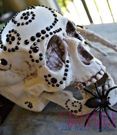 Bejeweled Skull DIY for Halloween! Halloween Skull, Fall Halloween, Halloween Crafts, Halloween Ideas, Skull Artwork, Skull Painting, Halloween Party Themes, Halloween Decorations, Simple Skull