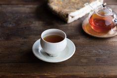 和のイメージが強い京都ですが、日本茶だけでなく紅茶も人気!今回はイギリスのアンティークに囲まれたティールームや町屋をリノベーションしたカフェなど、とっておきの空間で世界のこだわりの紅茶が楽しめる3軒をご紹介します。