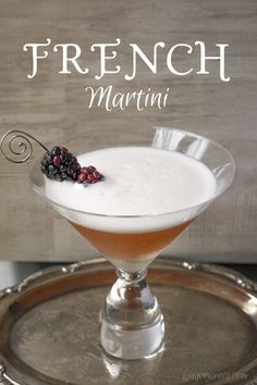 French Martini is made with just Chambord, vodka, and pineapple juice. Shake and strain into martini glass. Garnish with blackberries on a martini skewer. Martini Bar, Espresso Martini, Martini Cocktail, Cocktail Shaker, Martinis, Vodka Martini, Lemonade Cocktail, Cocktail Glass, Martini Recipes
