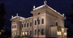 Uusittu Näsilinna tunnetaan nykyään nimellä Milavida - tule tutustumaan museon näyttelyihin ja nauttimaan erinomaisesta ravintolasta terasseineen! Big Town, Two By Two, Mansions, History, Country, House Styles, Places, Cinderella, Buildings