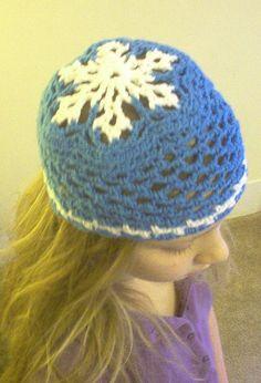 Ravelry: Let it Snow Snowflake Hat pattern by Alison Shuman
