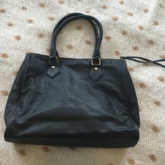 Faux leather black purse zip closure The perfect bag in excellent condition! Faux leather with gold hardware. Inside and out excellent condition! Purchased at pacsun, not sure the brand. PacSun Bags