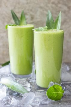 Green smoothie recipes 417357090464903884 - Pineapple Kale Smoothie recipe – This delicious low-free smoothie only has 200 calories for a very large serving. Perfect for a workout shake. A tasty green smoothie! Source by DiabetesStrong Pineapple Kale Smoothie, Kale Smoothie Recipes, Smoothie Detox, Strawberry Smoothie, Fruit Smoothies, Healthy Smoothies, Healthy Snacks, Healthy Drinks, Vitamix Recipes