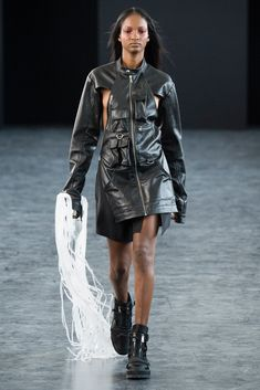 The complete Hood By Air Spring 2015 Ready-to-Wear fashion show now on Vogue Runway.