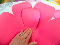How to Make Large Paper Flowers: Easy DIY Giant Paper Flower - - Looking for a fun and easy DIY to make giant paper flower for decorating? Learn how to make large paper flowers. Paper Flower Garlands, How To Make Paper Flowers, Large Paper Flowers, Tissue Paper Flowers, Paper Flower Wall, Paper Flower Backdrop, Giant Paper Flowers, Diy Flowers, Fake Flowers