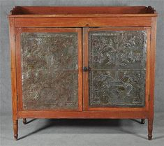 Lot 635: Wythe County Pie Safe - Farmer Auctions | AuctionZip Antique Cupboard, Antique Chest, Antique Art, Southern Furniture, Country Furniture, Antique Furniture, Cupboard Shelves, Kitchen Cupboards, Cabinet