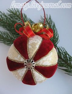 Discussion on LiveInternet - Russian Service Online Diaries Quilted Christmas Ornaments, Fabric Ornaments, Christmas Snowflakes, Diy Christmas Gifts, Christmas Tree Ornaments, Diy Weihnachten, Xmas Decorations, Holiday Crafts, English