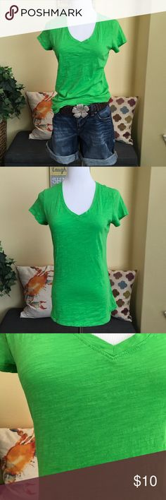 Green Cotton Tee This cotton tee has a v neck and short sleeves. The fabric is textured and the color is vibrant. Pair with your favorite denim shorts as shown (shorts and belt not for sale). This top is in excellent condition. Bundle and save. No offers on bundles with current sale. jcpenney Tops Tees - Short Sleeve