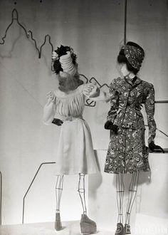 le/theatre/de/la/mode/1945 - Google Search