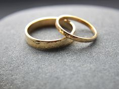Hammered Wedding Band Set: 18ct Yellow Gold Wedding Ring Set, Two Wedding Rings, 2mm x 1.3mm Womens Ring, 4mm x 1.3mm Mens, Custom Size