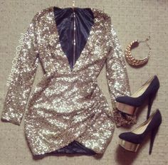 Gold sequin dress look Gold Sequence Dress, Basic Style, My Style, Dress Outfits, Cute Outfits, Custom Wedding Dress, Holiday Fashion, Holiday Style, Urban Chic
